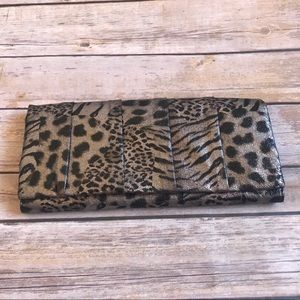 🌲5/$25 Style & Co Metallic Animal Print Clutch